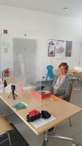 Andrea Mann im Stadtteilbüro der GB*